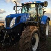 New Holland T7. 235 Auto Command... Witney
